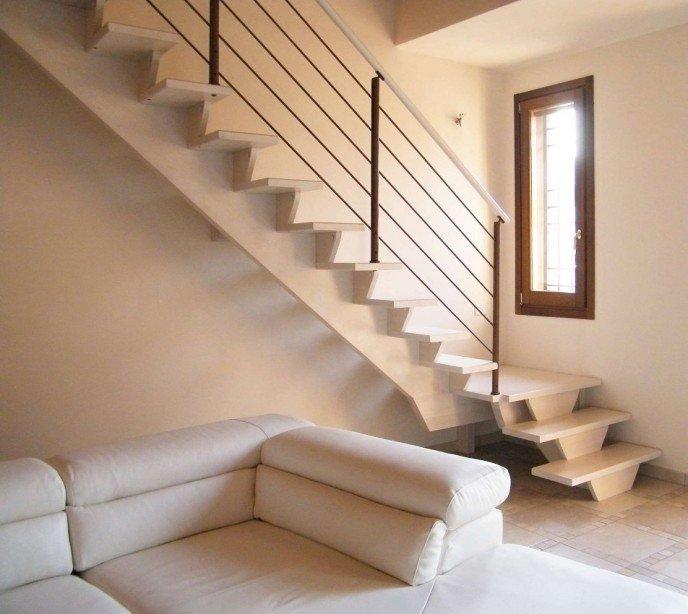 Маршевая лестница на монокосоуре Monotrave