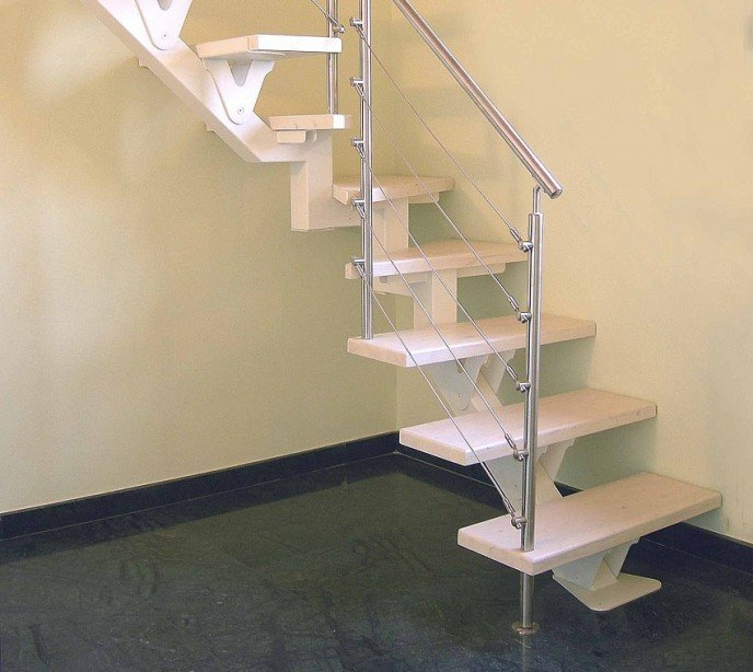 Маршевая лестница на металлокаркасе FL One