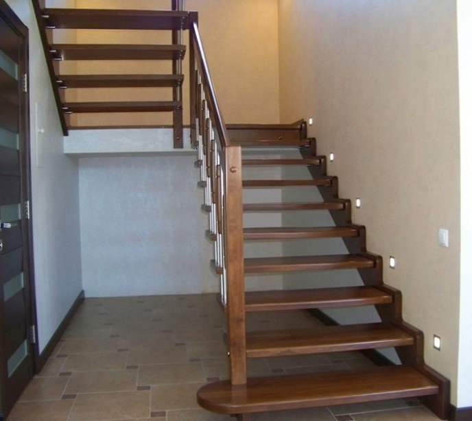 Маршевая лестница на больцах и тетиве Лира 11
