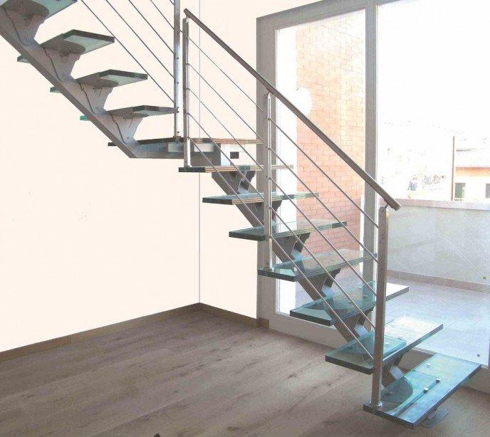 Маршевая лестница на косоуре FL glass