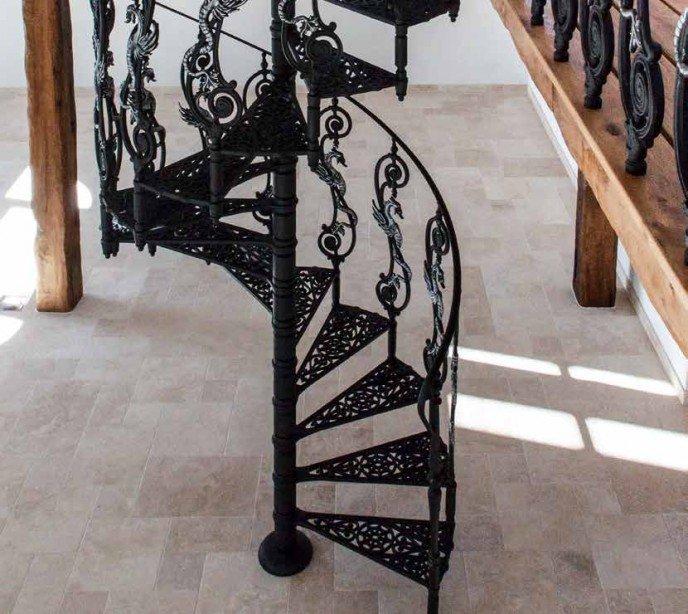 Чугунная лестница Neri Color
