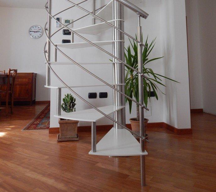 Винтовая лестница из металла Lastra