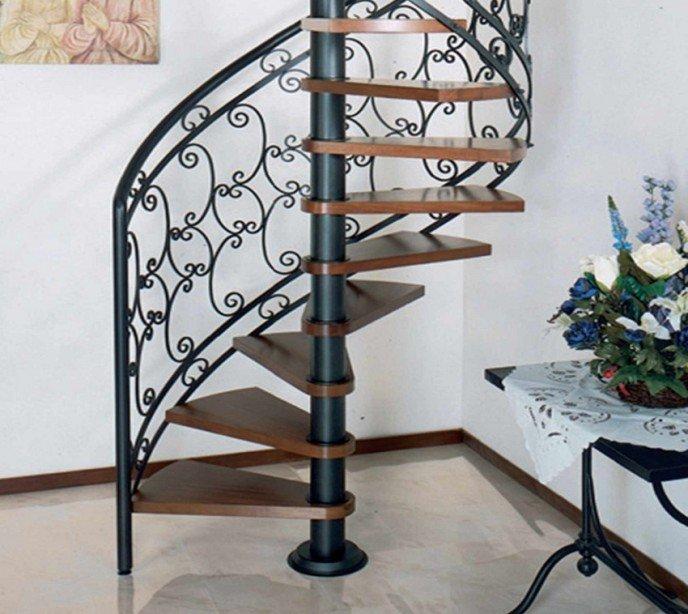 Винтовая лестница с кованым ограждением Emme 89