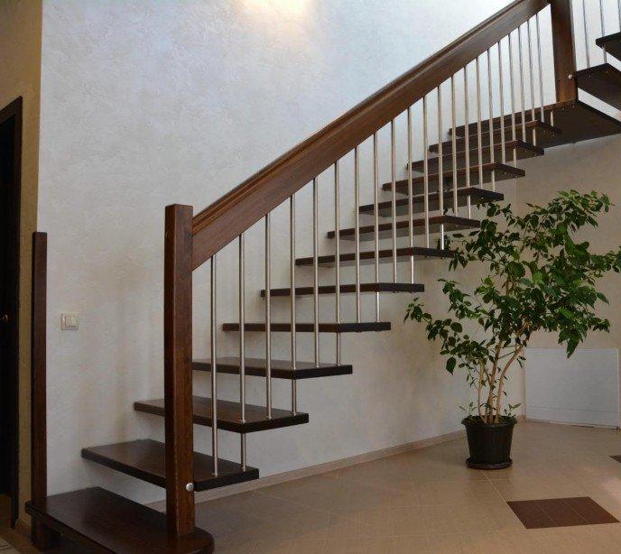 Маршевая лестница на больцах Магия