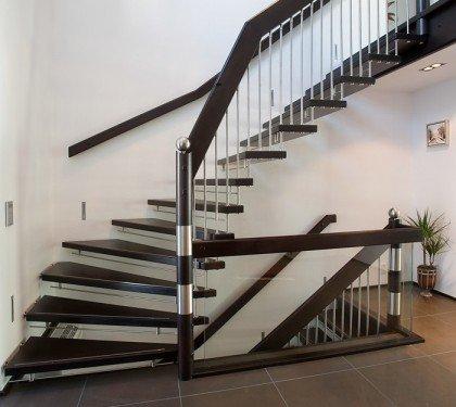Маршевая лестница на больцах Магия Элит