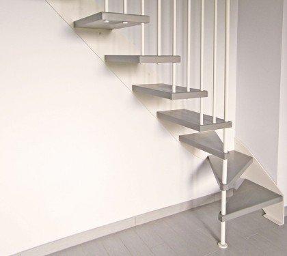 Маршевая лестница на больцах и тетиве Thema 1