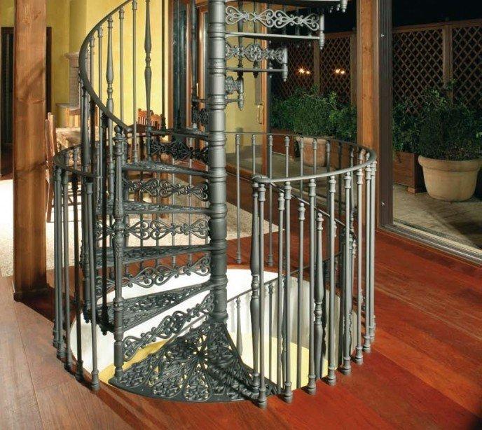 Чугунная винтовая лестница с подступенками 2070S