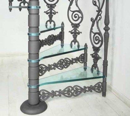 Чугунная винтовая лестница со стеклянными ступенями Vetro S