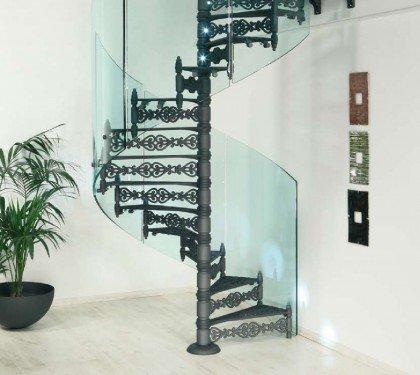 Чугунная винтовая лестница со стеклянным ограждением Neri Vetro