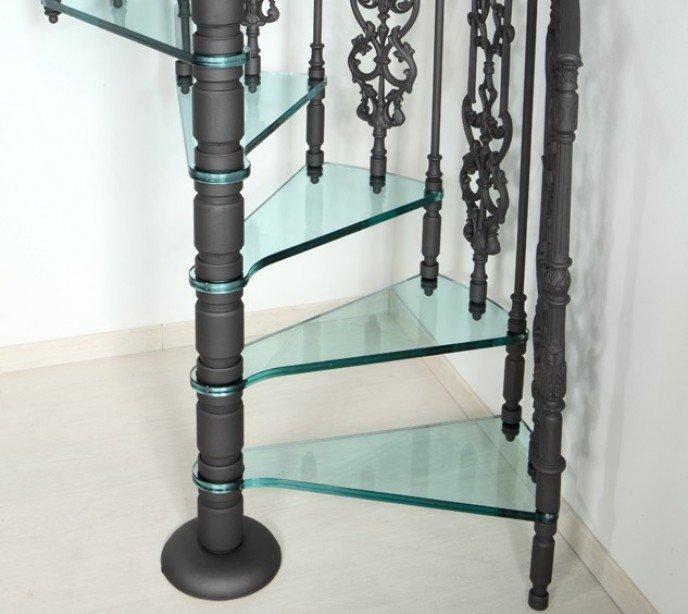 Чугунная винтовая лестница со стеклянными ступенями Vetro E