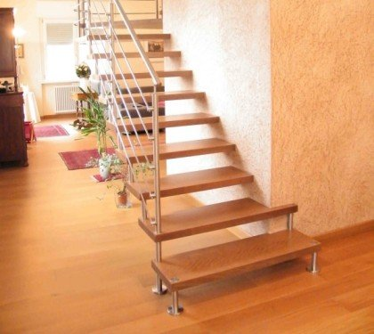 Больцевая лестница Wall I