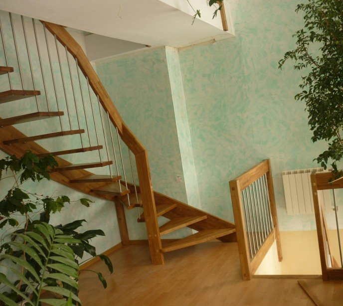 Маршевая лестница на больцах и тетиве Лира М