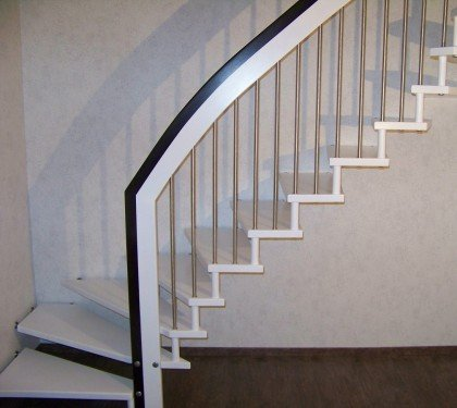 Маршевая лестница на больцах Магия Колор