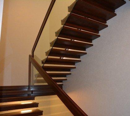 Больцевая лестница со стеклянным ограждением Магия СТ