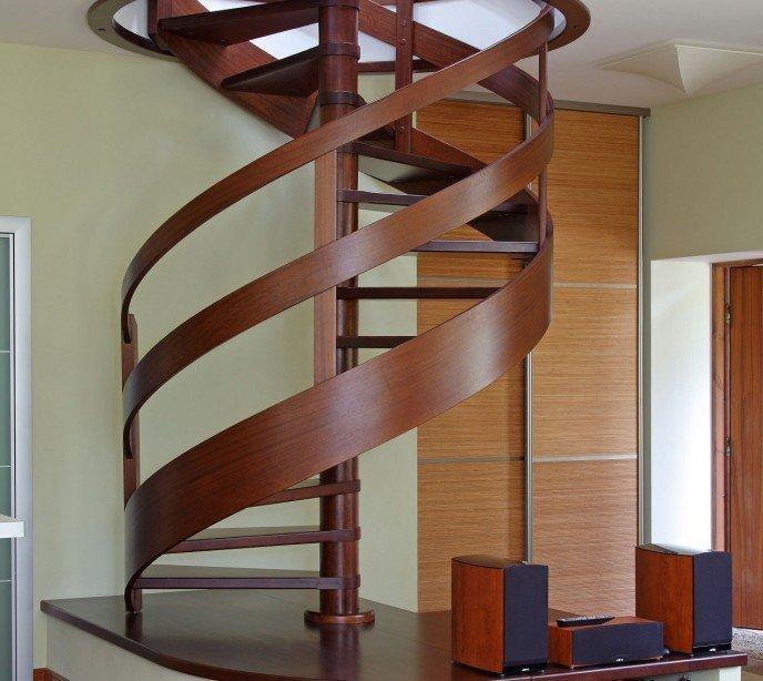 Винтовая деревянная лестница Emme 83