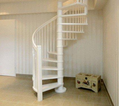 Деревянная винтовая лестница Мира