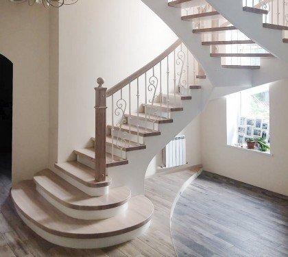 Деревянная лестница на косоурах Классика 10