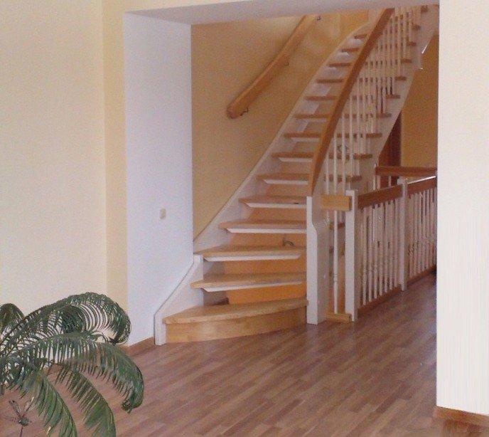 Маршевая лестница на тетиве и косоурах Классика 15
