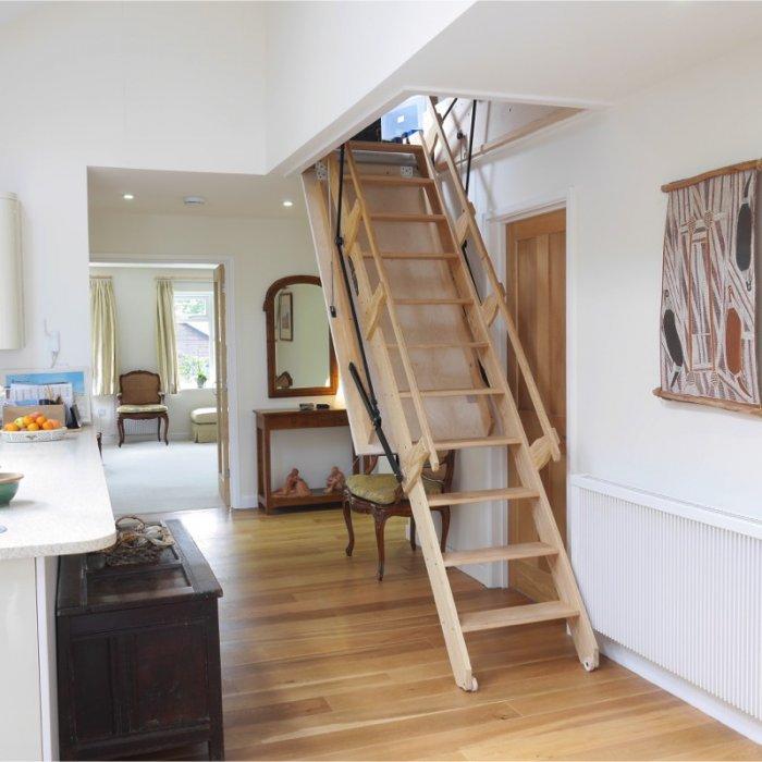 лестница на мансарду с дверью фото