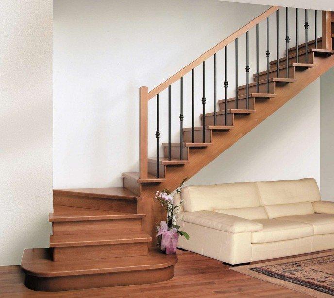 Маршевая лестница на косоурах с подступенками Modena