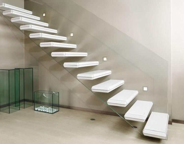 Консольная лестница в белом цвете
