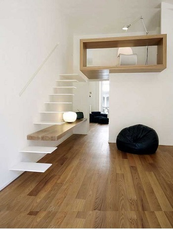 Оригинальная консольная лестница без ограждения