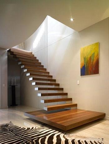 Консольная лестница с большой площадкой и ограждением из тросов